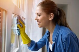 Nettoyage de votre vitre à sec grâce à la microfibre de finition